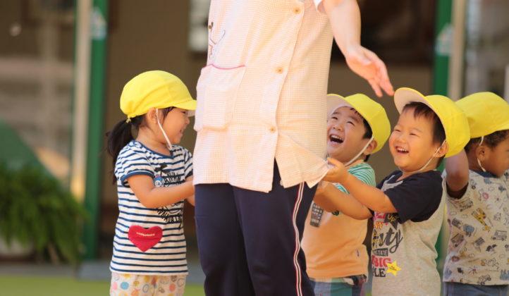 園児と先生の写真