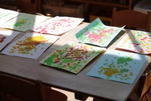 絵の具で描いた絵の写真
